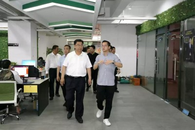 临夏州委书记郭鹤立一行莅临中达电商园调研